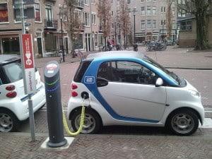 Mobil Listrik Lagi di Charge