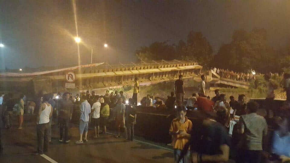 Jembatan diatas Tol Pondok Aren Roboh, Tol Bintaro – BSD di Tutup